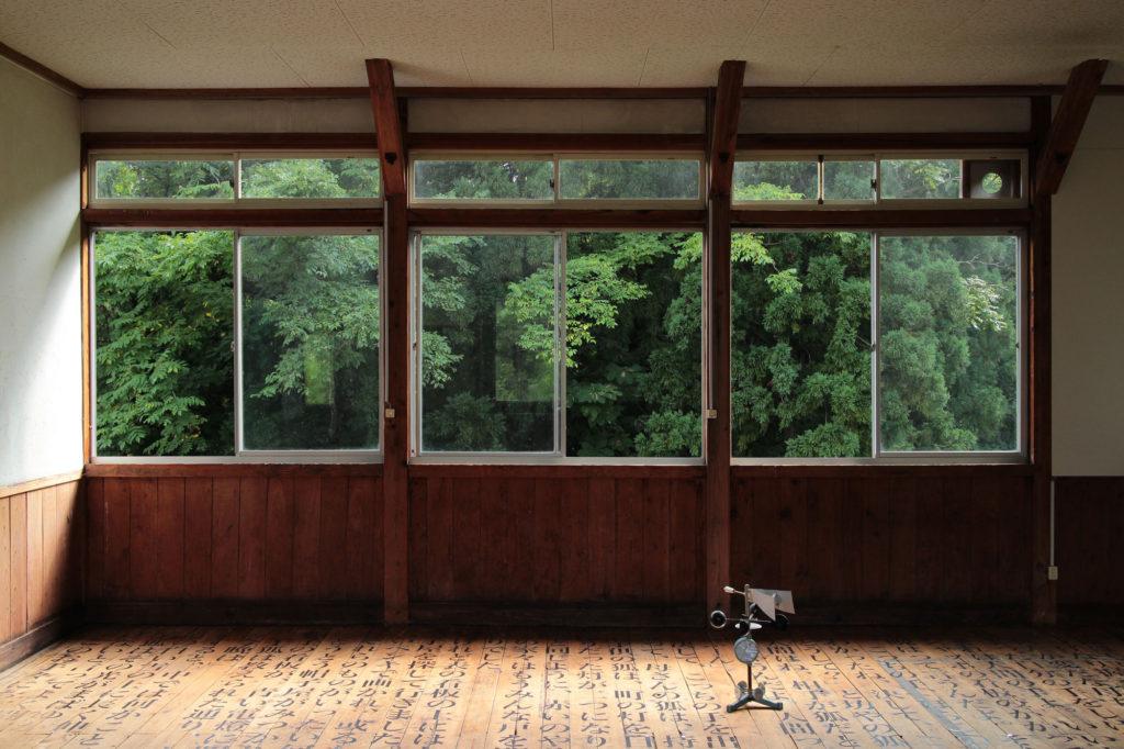 "Installation Image of ""Classroom"" 1 by Nana Hirose & Kazuma Nagatani 広瀬菜々 永谷一馬."